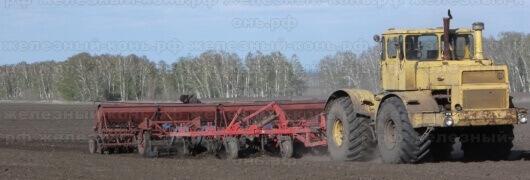 Посевная кампания на Алтае. Трактор К-701 с сеялкой СЗП-3,6А
