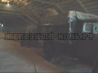 Загрузка зерном для посева автомобиля ЗИЛ-130 видео