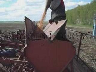 Заправка сеялки СЗП-3,6А семенами пшеницы. Часть 2