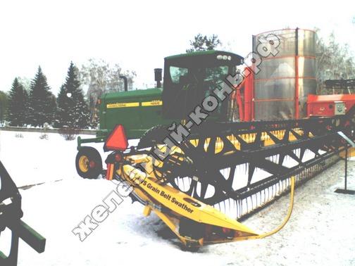 Фото с агровыставки «Алтайская Нива» (г. Барнаул). Валкователь John Deere WS Grain Belt Swather