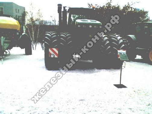 Фото с агровыставки «Алтайская Нива» (г. Барнаул). Трактор John Deere