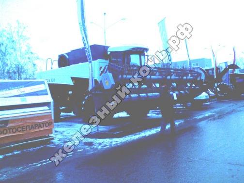 Фото с агровыставки «Алтайская Нива» (г. Барнаул). Зерноуборочный комбайн ACROS 530