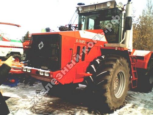 Фото с агровыставки «Алтайская Нива» (г. Барнаул). Трактор К-744Р2