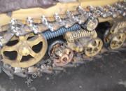 Работа механизма принудительного подъёма и опускания направляющих колёс болотоходного трактора при опускании направляющего колеса
