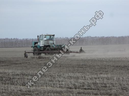 traktor_T-150K_rannevesennee_boronovanie_foto (30)