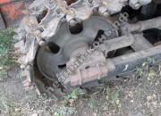 Механизм принудительного подъёма и опускания направляющих колёс болотоходного трактора