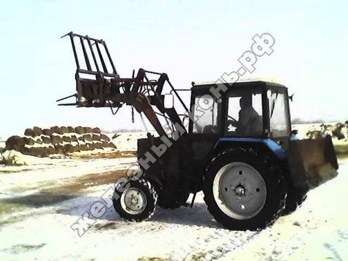 трактор МТЗ-82.1 с стогомётом фото