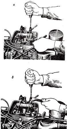 Регулировка величины зазора между бойком коромысла и торцом стержня клапана газораспределительного механизма двигателя трактора ДТ-20