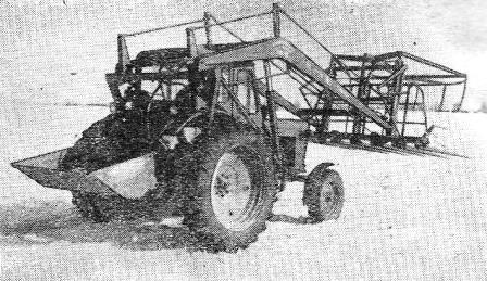 Трактор «Беларусь» МТЗ-50 в агрегате со стогометателем СНУ-0,5